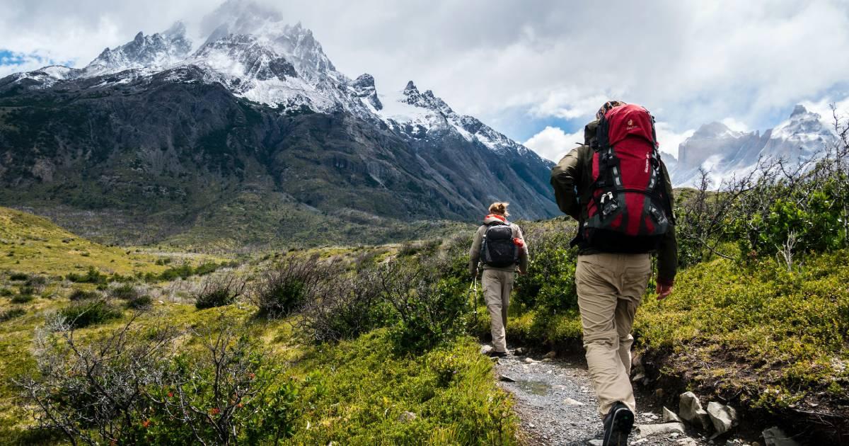 deux voyageurs en montagne